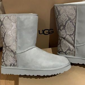 NWT authentic ugg classic snake silver boots
